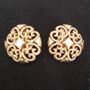 Vintage Avon gold tone clip on earrings